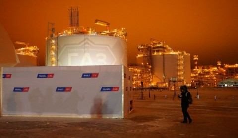 Arctic LNG 2 aims to raise $11 billion in a 50/50 split between domestic and Asian banks